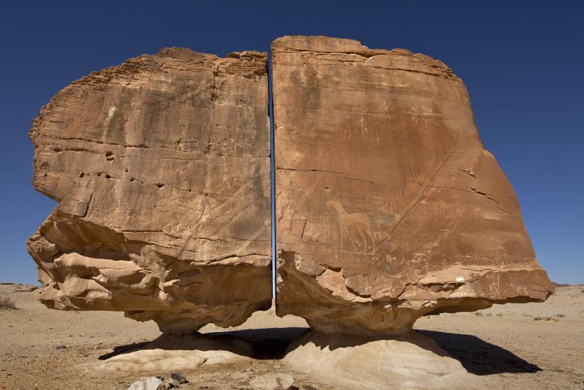 不思議な巨石「アル・ナスラ」