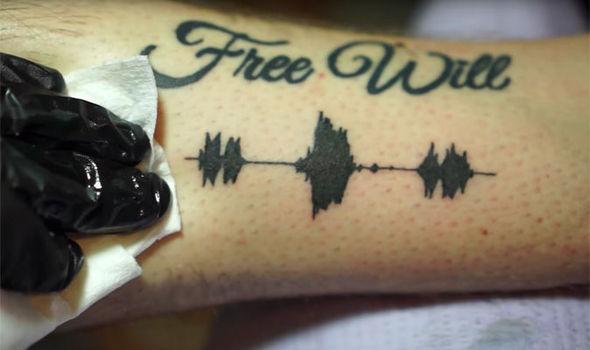 聴けるタトゥー!:身体に音声波形を入れ墨?!タトゥーの新たな形
