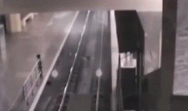 【恐怖!】中国でホームに進入する幽霊列車が撮影される!