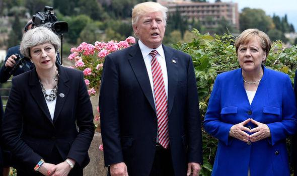【イルミナティ招集のサインか?!】G7会議で、トランプ大統領の横に立つドイツのメルケル首相がある「サイン」を送っている