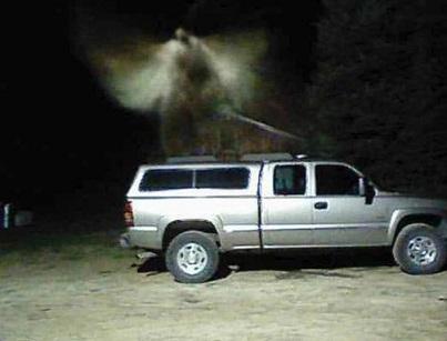 監視カメラに捉えられた「家族を見守る天使」