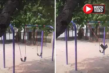【恐怖!】誰もいない公園で勝手に揺れるブランコ