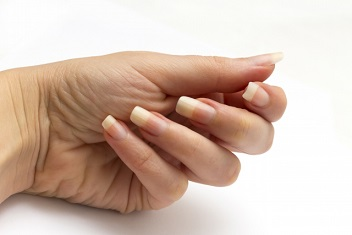 世界一長い爪のインド人男性、ついに爪を切る!