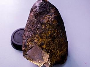 ダイヤモンドよりも硬い?未知の鉱物を隕石の中に発見!