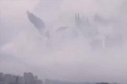 天国への門?それとも天使の合唱団?雲の合間に現れた不思議な現象