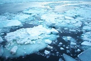 奇妙なまでに四角く平らな氷山を発見!