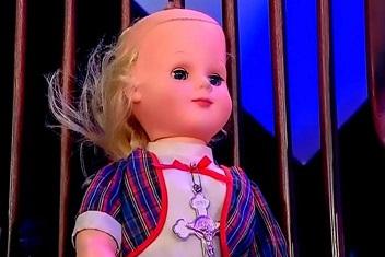 ペルー人女性のショック:嫉妬した人形が彼氏を殴って追い出した?!