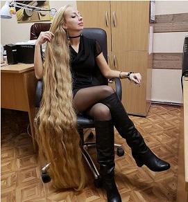 28年間髪を伸ばし続けるウクライナのリアル・ラプンツェル!