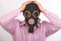 汚い靴下は「臭い」だけじゃなかった! 臭いを嗅いだら肺感染症に