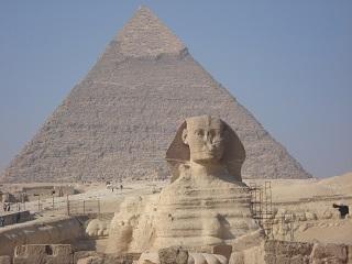 古代エジプトミステリー:スフィンクスに隠された地下への扉